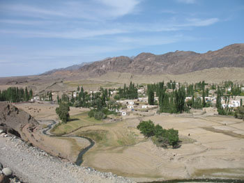 With over 200 households, Qoray is the largest village in Tianshan township (Qumul prefecture) and the seat of local government (September 2006)