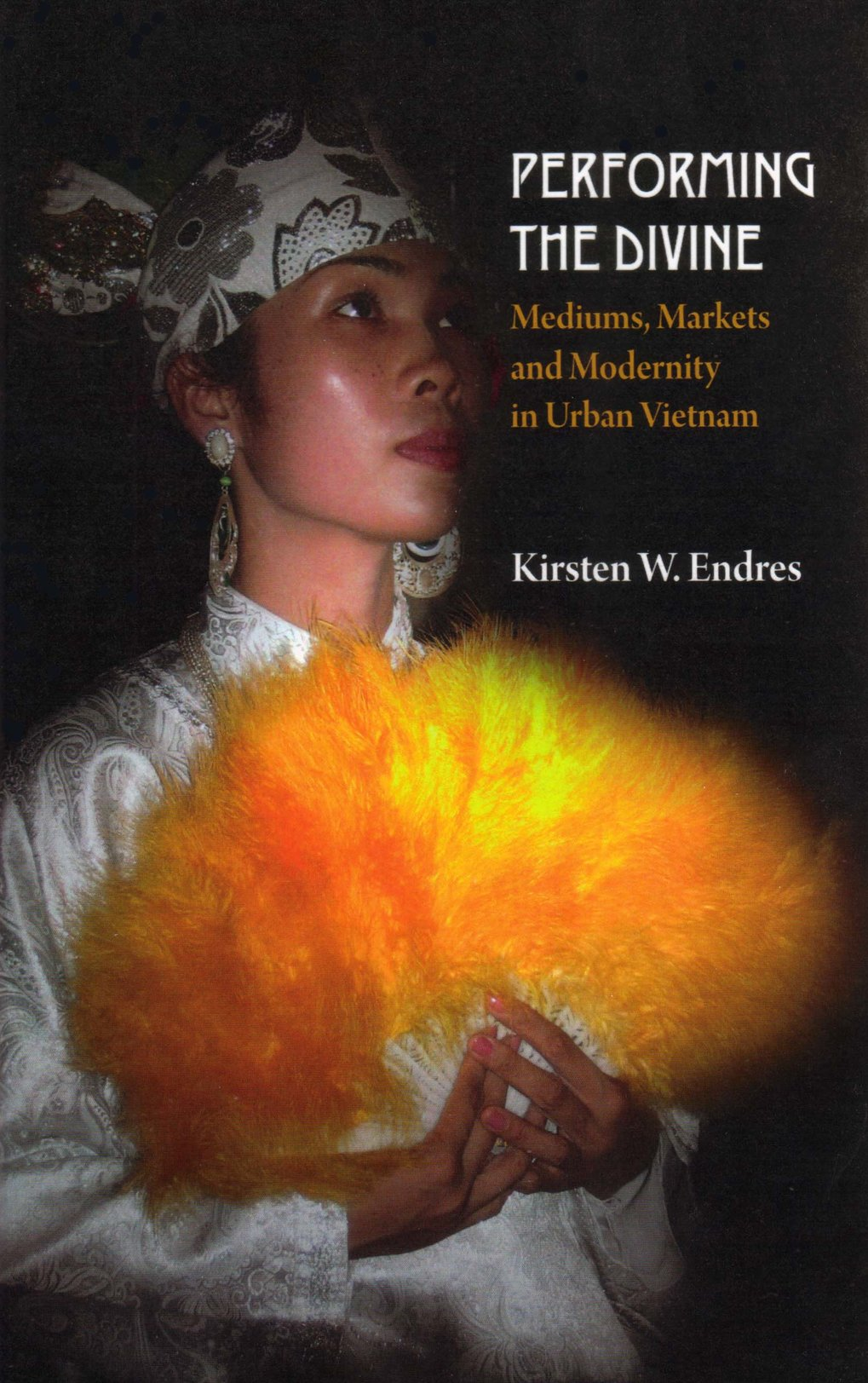 Performing the Divine. Mediums, markets and modernity in urban Vietnam