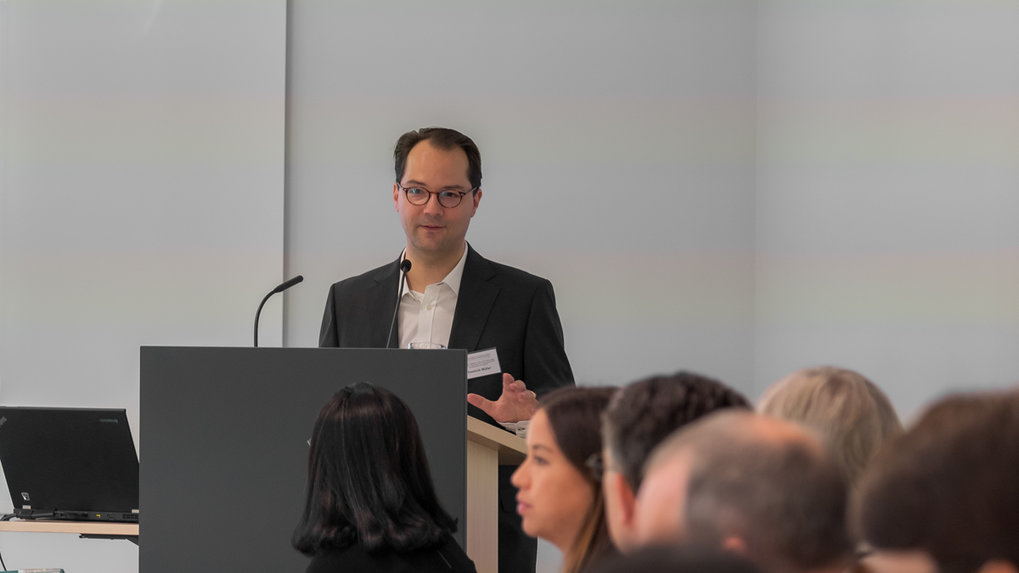 Dominik Müller welcomes the workshop's participants and introduces the topics of discussion. ■ Photo: © Max Planck Institute for Social Anthropology