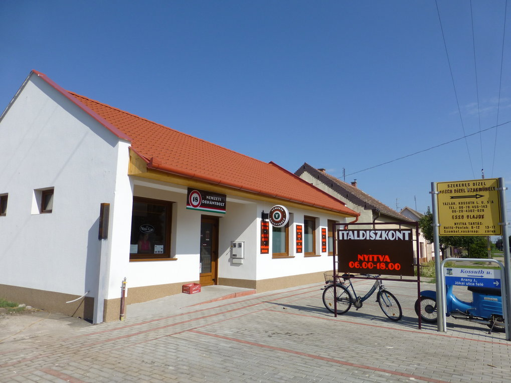 A National Tobacco Shop in the village of Tázlár.
