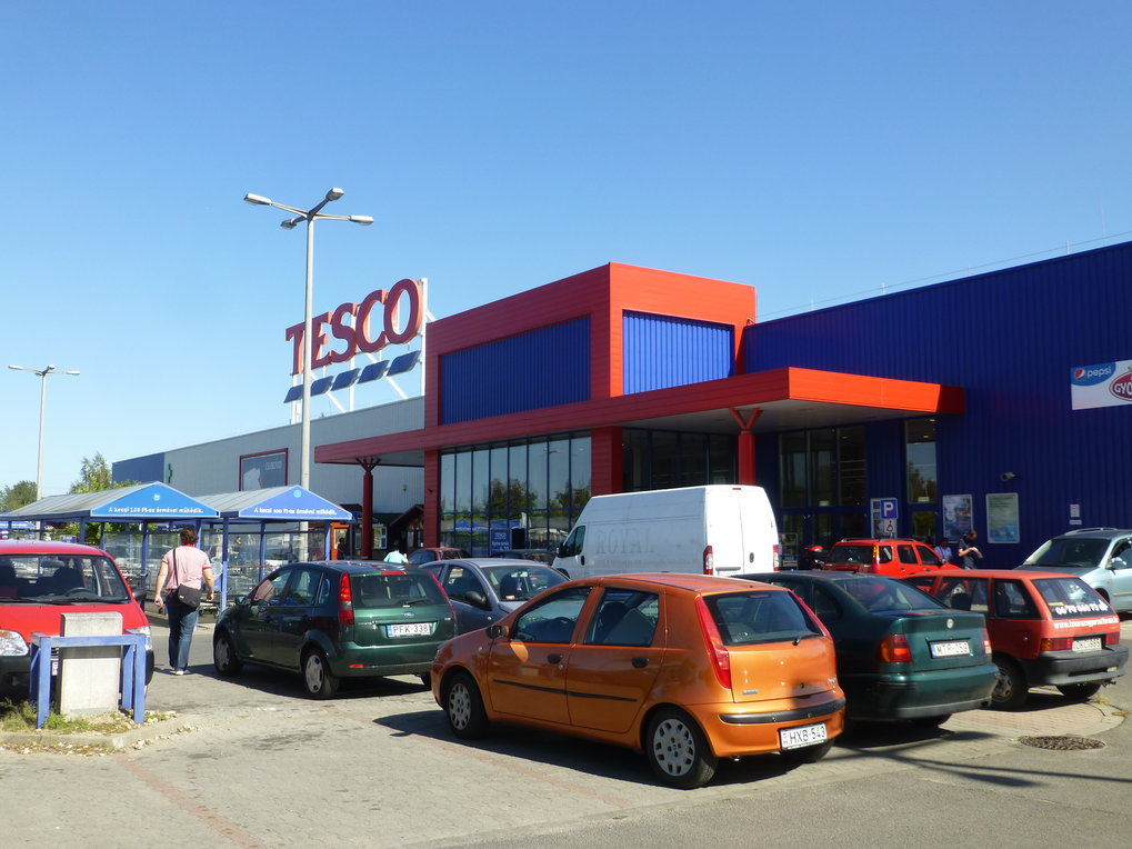 Workers at many Hungarian branches of Tesco (though not this one) went on strike in summer 2017.